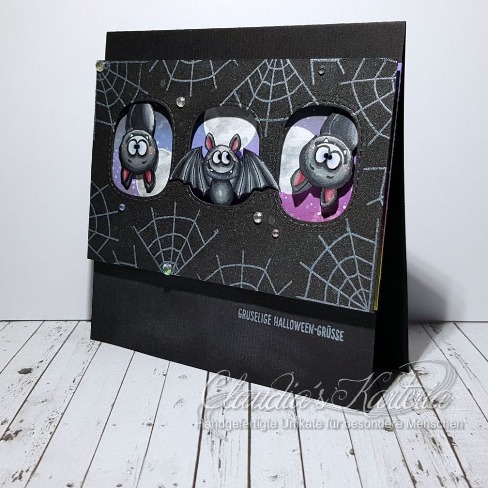 Gruselige Halloween-Feldermaus im Nachthimmel schwarz | Halloweenkarte