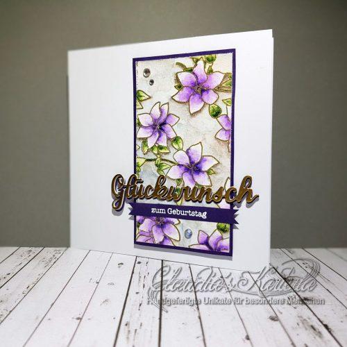 Edle Clematis-Glückwünsche auf violett | Geburtstagskarte